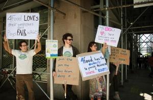 "Ethikus members take to the streets to ""pro-taste"" responsible NYC businesses. (Photo: ethikus/flickr)"